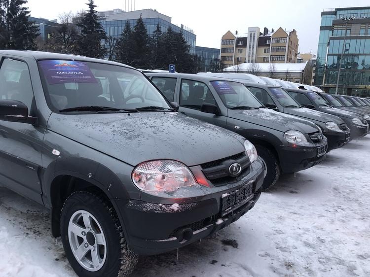 Руководители двух поселений Спасского района получили ключи от машины от Президента РТ